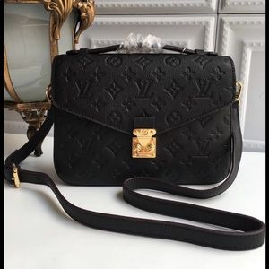 Louis Vuitton pochette Métis black bag
